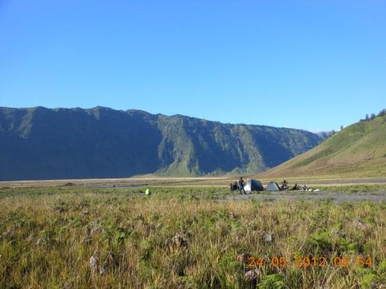 Camping di tengah Caldera Gunung Bromo